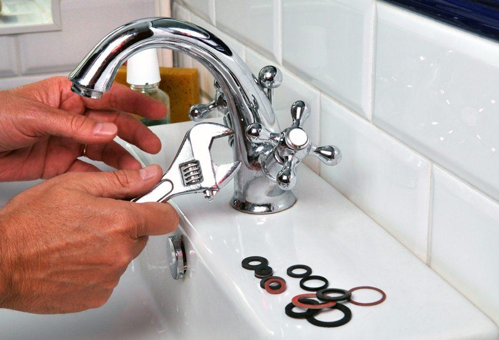 Installer des robinets de salle de bain
